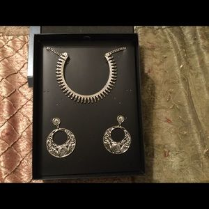 Jewelry - Silver necklace with filigree earrings